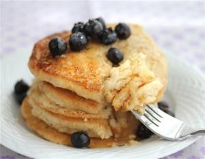 pancake; fonte: http://jeanetteshealthyliving.com/2011/06/homemade-glutendairyegg-free-vegan-pancake-recipe.html